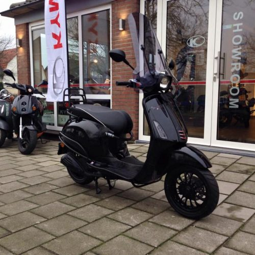 Vespa Sprint Black on Black Custom