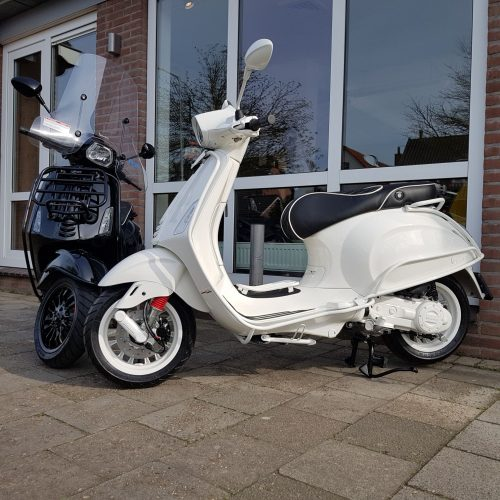 Vespa Sprint Black or White Custom